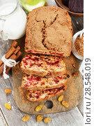 Купить «Beetroot pie with raisins», фото № 28548019, снято 6 февраля 2018 г. (c) Надежда Мишкова / Фотобанк Лори