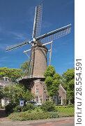 Купить «Мельница на месте старого замка в Гауде, Нидерланды», фото № 28554591, снято 24 мая 2015 г. (c) Михаил Марковский / Фотобанк Лори