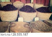 Купить «beans, pea and hibiscus tea in baskets», фото № 28555187, снято 29 декабря 2009 г. (c) Яков Филимонов / Фотобанк Лори