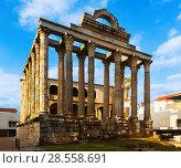 Купить «ancient roman temple», фото № 28558691, снято 18 ноября 2014 г. (c) Яков Филимонов / Фотобанк Лори