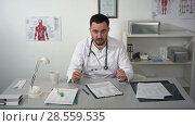 Купить «Terrible ominous causes doctor talking to camera with a lot of gestures», видеоролик № 28559535, снято 26 июля 2016 г. (c) Vasily Alexandrovich Gronskiy / Фотобанк Лори