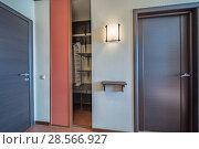Купить «Empty bright entrance», фото № 28566927, снято 23 сентября 2018 г. (c) Ольга Сапегина / Фотобанк Лори