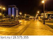 Купить «Ночной вид на Зимний бульвар. Баку. Азербайджан», фото № 28575355, снято 25 сентября 2017 г. (c) Евгений Ткачёв / Фотобанк Лори