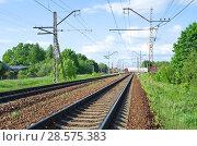 Купить «Железнодорожные пути и переезд», эксклюзивное фото № 28575383, снято 22 мая 2018 г. (c) Елена Коромыслова / Фотобанк Лори