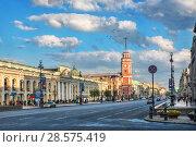 Купить «Санкт-Петербург. Башня на Невском. Nevsky Prospekt and the red building of the City Duma», фото № 28575419, снято 3 июня 2018 г. (c) Baturina Yuliya / Фотобанк Лори