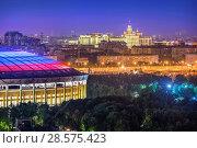 """Москва. Вид на ночные """"Лужники"""" и высотку. View of Luzhniki and high-rise (2017 год). Редакционное фото, фотограф Baturina Yuliya / Фотобанк Лори"""