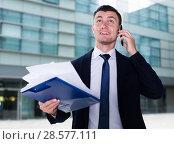 Купить «Financial director is discussing on the phone a contract», фото № 28577111, снято 3 июня 2017 г. (c) Яков Филимонов / Фотобанк Лори