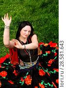 Купить «Красивая цыганка танцует на зеленой траве», фото № 28581643, снято 13 мая 2018 г. (c) Марина Володько / Фотобанк Лори