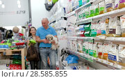 Animal products store interior with large choice of dry feed (2018 год). Редакционное видео, видеограф Яков Филимонов / Фотобанк Лори