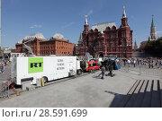 Купить «Москва, телекомпания RT на фоне Исторического музея», эксклюзивное фото № 28591699, снято 16 июня 2018 г. (c) Дмитрий Неумоин / Фотобанк Лори