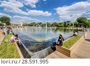 Фонтан в парке Горького, Москва (2018 год). Редакционное фото, фотограф Виктор Тараканов / Фотобанк Лори