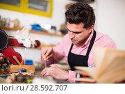 Купить «Joiner working in workshop», фото № 28592707, снято 8 апреля 2017 г. (c) Яков Филимонов / Фотобанк Лори
