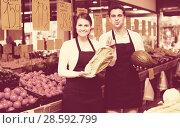 Купить «Happy sellers offering good price», фото № 28592799, снято 18 августа 2018 г. (c) Яков Филимонов / Фотобанк Лори