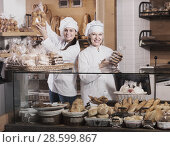 Купить «Cafe staff offering fancy and sponge cakes for sale», фото № 28599867, снято 22 июля 2018 г. (c) Яков Филимонов / Фотобанк Лори