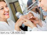 Купить «Female client doing nails in nail salon in close-up», фото № 28600023, снято 2 ноября 2016 г. (c) Яков Филимонов / Фотобанк Лори