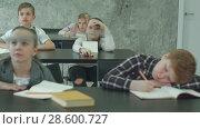 Купить «Primary school children working in the classroom with teacher», видеоролик № 28600727, снято 4 июля 2017 г. (c) Vasily Alexandrovich Gronskiy / Фотобанк Лори