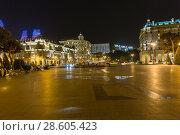 Купить «Ночной вид на площадь Азнефть. Баку. Азербайджан», фото № 28605423, снято 23 сентября 2015 г. (c) Евгений Ткачёв / Фотобанк Лори