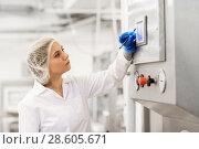 Купить «woman programming computer at ice cream factory», фото № 28605671, снято 17 июля 2017 г. (c) Syda Productions / Фотобанк Лори