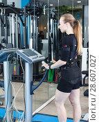 Купить «Woman training in EMS suit», фото № 28607027, снято 16 апреля 2018 г. (c) Яков Филимонов / Фотобанк Лори