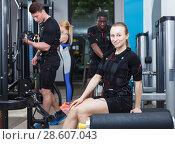 Купить «guys and girls performing full-body ems training», фото № 28607043, снято 16 апреля 2018 г. (c) Яков Филимонов / Фотобанк Лори