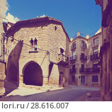Купить «picturesque street with arch of old spanish town. Calaceite», фото № 28616007, снято 11 мая 2016 г. (c) Яков Филимонов / Фотобанк Лори