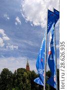 Купить «Welcome flags on Moscow streets in honour of the 2018 FIFA World Cup in Russia», фото № 28626935, снято 15 июня 2018 г. (c) Владимир Журавлев / Фотобанк Лори