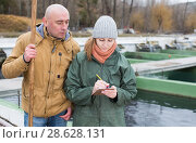 Купить «Owner of sturgeon farm giving instruction to female», фото № 28628131, снято 4 февраля 2018 г. (c) Яков Филимонов / Фотобанк Лори