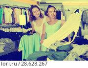 Купить «Customers looking for new garments», фото № 28628267, снято 19 июня 2017 г. (c) Яков Филимонов / Фотобанк Лори