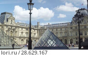 Купить «Louvre museum, Pyramids, fountain. Tourists walk on the square. Paris, France», видеоролик № 28629167, снято 7 июня 2018 г. (c) Ирина Мойсеева / Фотобанк Лори