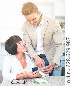 Купить «Son telling elderly mother how to use phone», фото № 28629987, снято 8 июля 2020 г. (c) Яков Филимонов / Фотобанк Лори