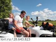 Купить «Папа с детьми на квадроцикле», эксклюзивное фото № 28643823, снято 11 июня 2018 г. (c) Дмитрий Неумоин / Фотобанк Лори