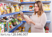 Купить «Woman customer choosing groats in grocery food shop», фото № 28646007, снято 11 апреля 2018 г. (c) Яков Филимонов / Фотобанк Лори