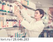 Купить «Adult is browsing rows of body care products», фото № 28646283, снято 31 января 2017 г. (c) Яков Филимонов / Фотобанк Лори