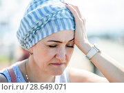 Купить «Головная боль. Женщина закрыв глаза взялась рукой за голову», эксклюзивное фото № 28649071, снято 1 июня 2018 г. (c) Игорь Низов / Фотобанк Лори