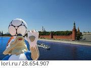 Купить «Official symbols of the 2018 FIFA World Cup in Russia (against the background of Moscow landmarks)», фото № 28654907, снято 15 июня 2018 г. (c) Владимир Журавлев / Фотобанк Лори