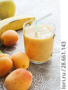 Купить «Close-up apricots, Apple and banana and fruit smoothie in glass on linen tablecloth», фото № 28661143, снято 21 июня 2018 г. (c) Наталья Семкина / Фотобанк Лори
