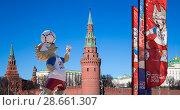 Купить «Official symbols of the 2018 FIFA World Cup in Russia (against the background of Moscow landmarks)», фото № 28661307, снято 15 июня 2018 г. (c) Владимир Журавлев / Фотобанк Лори
