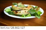 Купить «Fried zucchini seasoned with dill», видеоролик № 28662127, снято 30 июня 2018 г. (c) Peredniankina / Фотобанк Лори