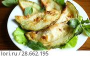 Купить «Fried zucchini seasoned with dill», видеоролик № 28662195, снято 30 июня 2018 г. (c) Peredniankina / Фотобанк Лори
