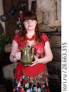 Купить «Цыганка держит керамический чайник», фото № 28663315, снято 13 мая 2018 г. (c) Марина Володько / Фотобанк Лори