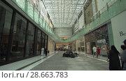 Dubai Mall interior is the world's largest shopping center stock footage video (2018 год). Редакционное видео, видеограф Юлия Машкова / Фотобанк Лори