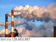 Купить «Дымящие трубы», фото № 28663887, снято 28 января 2018 г. (c) Машковский Олег Александрович / Фотобанк Лори