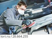 Купить «auto repairman grinding autobody bonnet», фото № 28664255, снято 15 марта 2016 г. (c) Дмитрий Калиновский / Фотобанк Лори