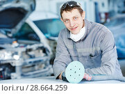 Купить «auto repairman with grinding machine», фото № 28664259, снято 15 марта 2016 г. (c) Дмитрий Калиновский / Фотобанк Лори
