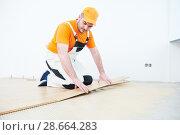 Купить «worker joining parquet floor.», фото № 28664283, снято 25 января 2018 г. (c) Дмитрий Калиновский / Фотобанк Лори