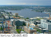 Купить «Lake Union, freshwater lake. Growing commercial district at south end of lake. Seattle, WA, United States», фото № 28665403, снято 21 мая 2018 г. (c) Валерия Попова / Фотобанк Лори