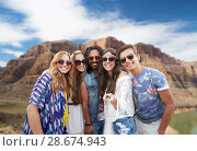 Купить «friends taking selfie by monopod at grand canyon», фото № 28674943, снято 27 августа 2015 г. (c) Syda Productions / Фотобанк Лори