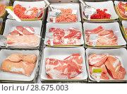 Купить «meat in bowls at grocery stall», фото № 28675003, снято 2 ноября 2016 г. (c) Syda Productions / Фотобанк Лори