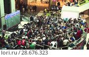 Купить «Fans watch the live broadcast of the Russia-Uruguay match in the mall Gallery», видеоролик № 28676323, снято 25 июня 2018 г. (c) Ирина Мойсеева / Фотобанк Лори