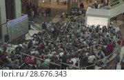 Купить «Fans watch the live broadcast of the Russia-Uruguay match in the mall Gallery», видеоролик № 28676343, снято 25 июня 2018 г. (c) Ирина Мойсеева / Фотобанк Лори